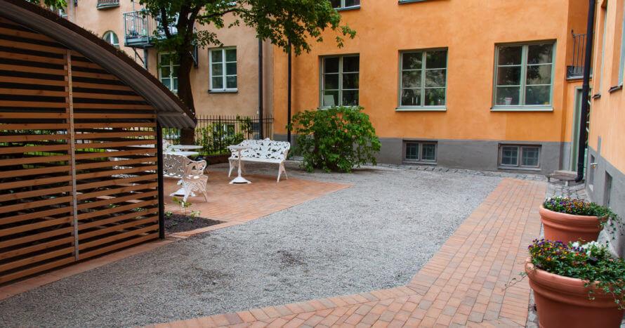innergårdsrenovering stockholm plattsättning cykelhus