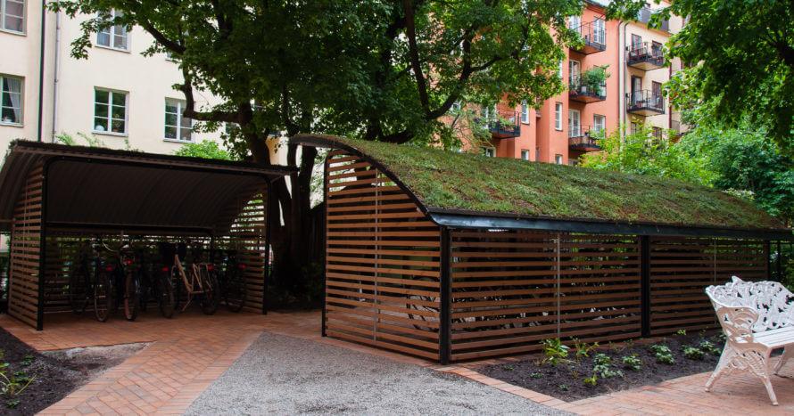 innergård renovering-plattsättning sedumtak cykelhus innergård stockholm